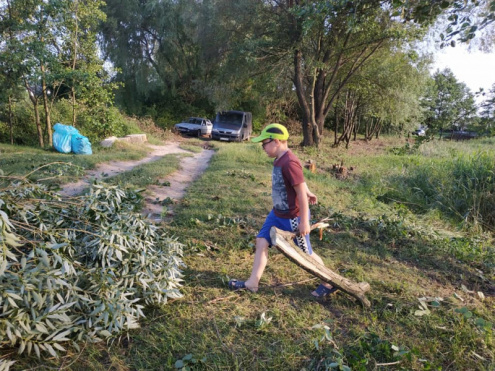 У Ківерцях волонтери наводять лад поблизу озера Молодіжне