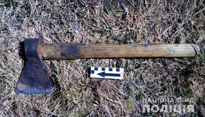 Сокира, з якою озерчанин напав на поліцейських