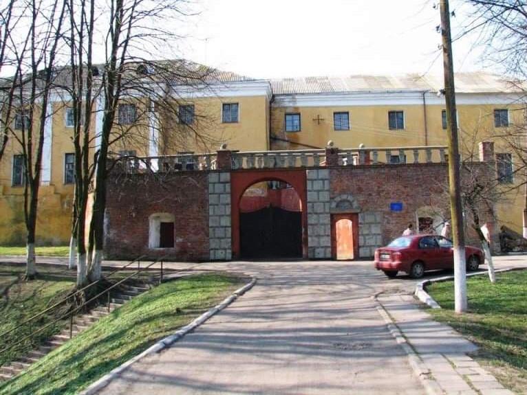 Психіатрична лікарня смт Олика у Волинській області (туди відправили злочинця)