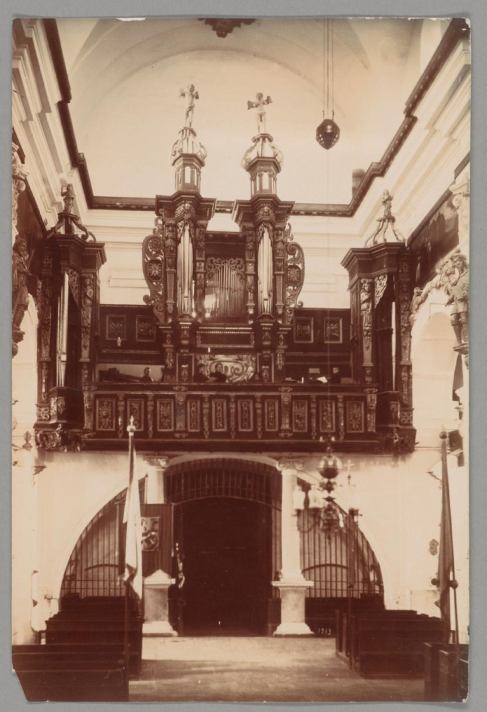 Фото костелу в Олиці початку ХХ століття