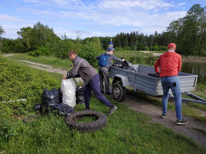 Прибирання озера