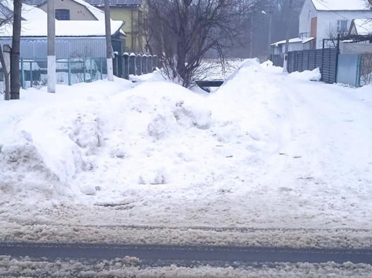 Сніг біля вулиць Ціолковського і Кармелюка у Ківерцях