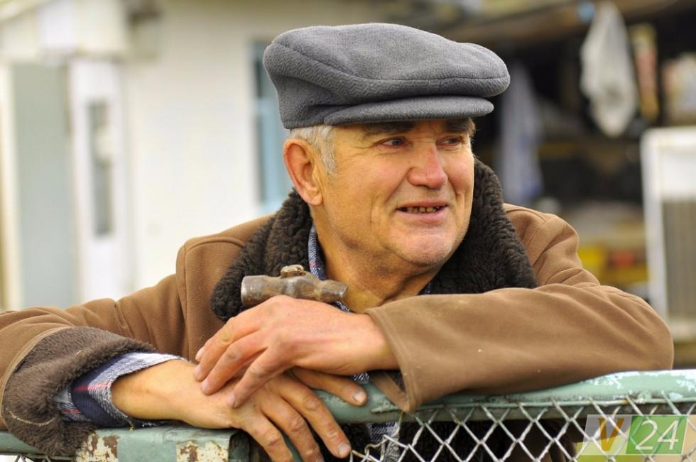 Мирослав Харчук застав час, коли село ще було Ківерцями. Тривалий час жив в Луцьку, та повернувся додому, коли літа на осінь повернули...