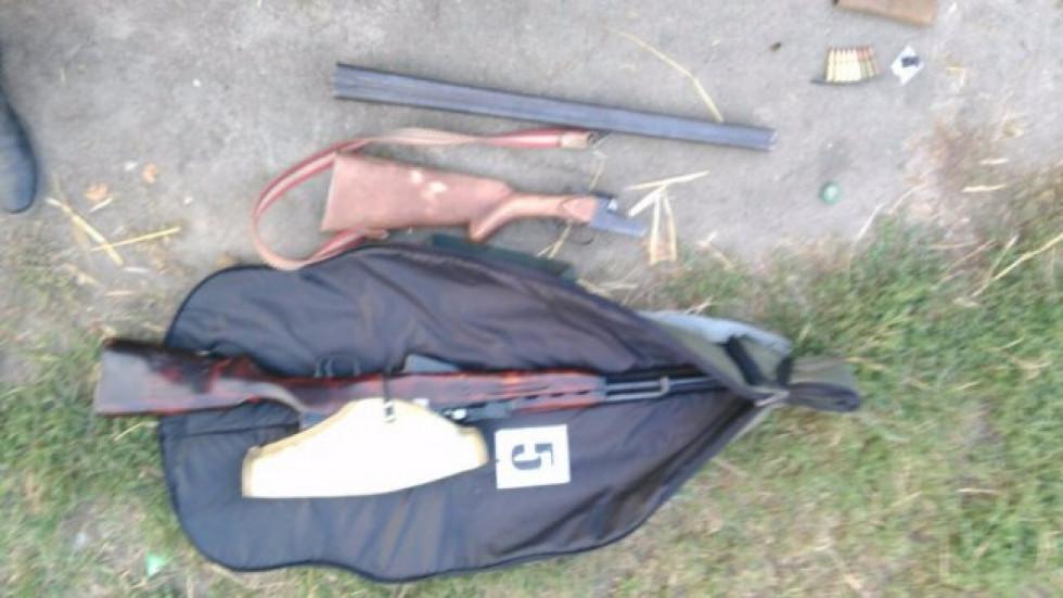 В багажнику позашляховика нападників правоохоронці знайшли зброю