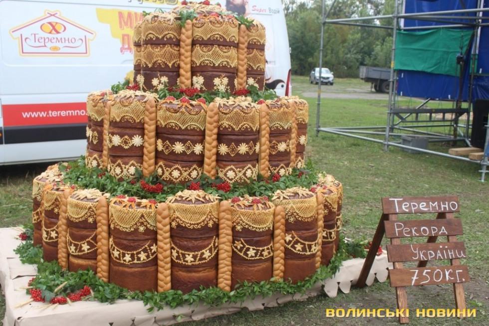 Коровай від «Теремно хліб» вагою 750 кілограм