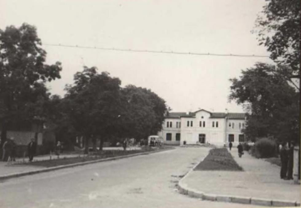 Вид на залізничний вокзал з перехрестя вулиці Кузнєцова. 1974 рік