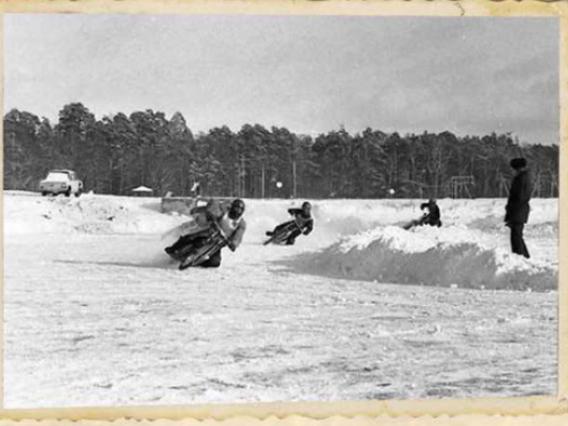 Мотогонки на зимовому озері