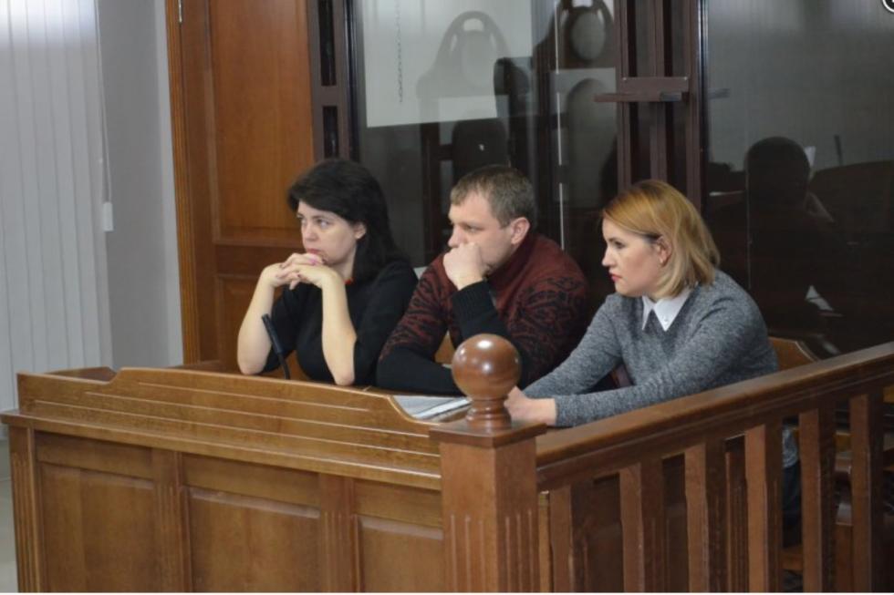 Сергій та Тетяна Третяки з одним із своїх адвокатів