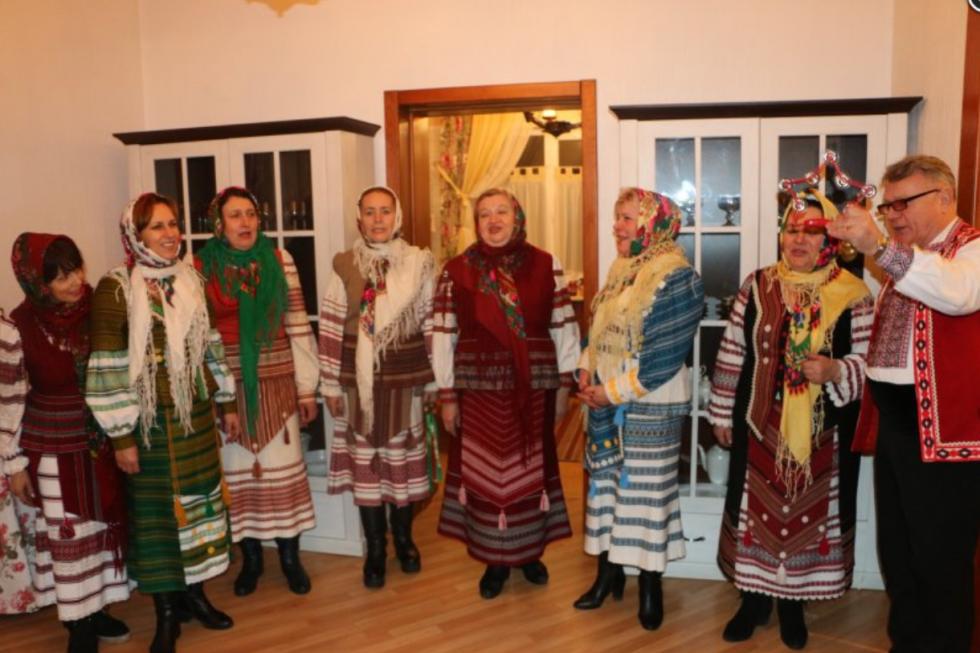 Василь Чепелюк та його пісенний колектив у світлі дні Різдва Хритстового
