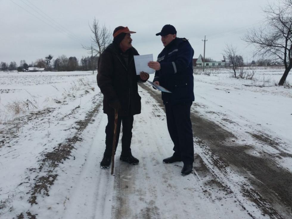 Рятувальники роздали інформаційні листівки