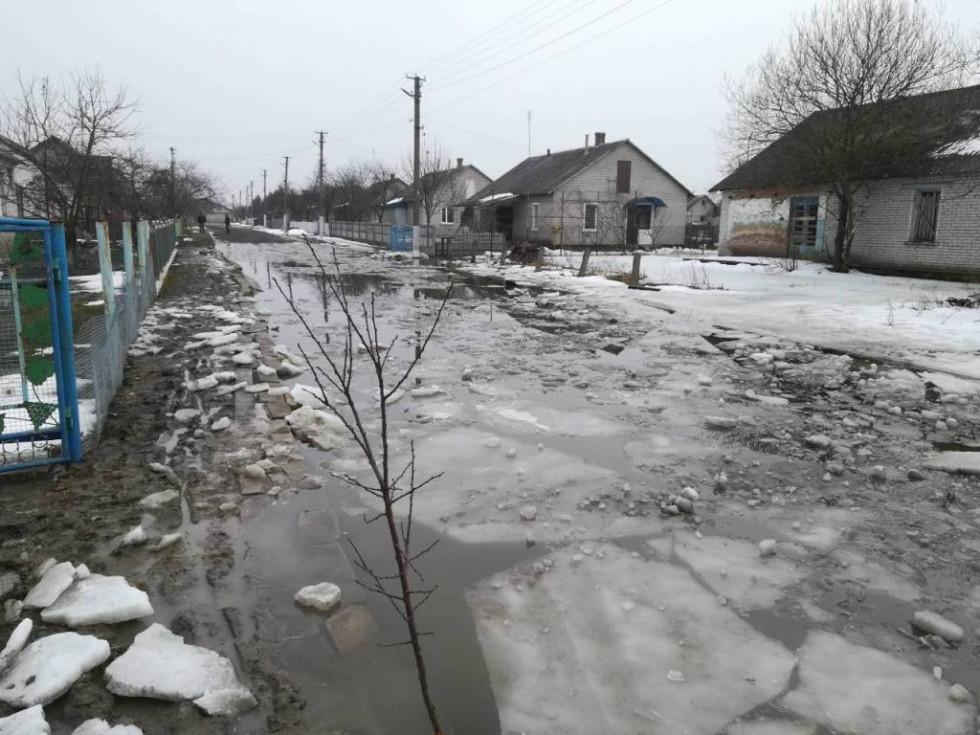 Стан вулиць у селі Дерному через підтоплення