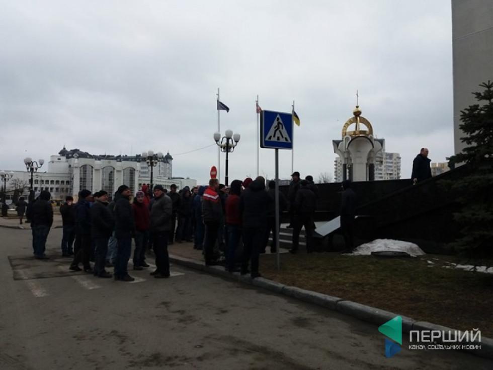 Жителі сіл Карпилівка, Башлики та Цумань приїхали, щоб почути позицію обласної влади
