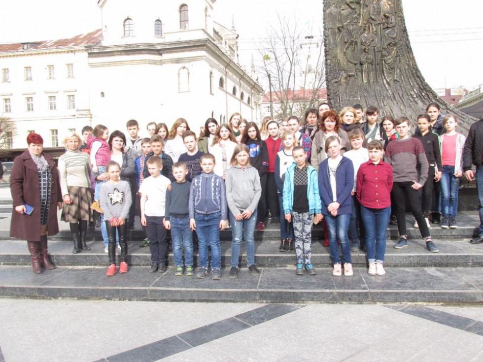 Тростянецькі школярі у Львові