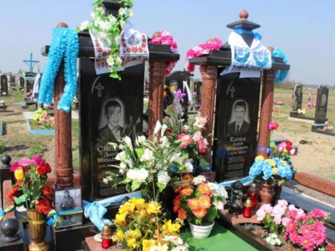 На могилах «кіборгів»