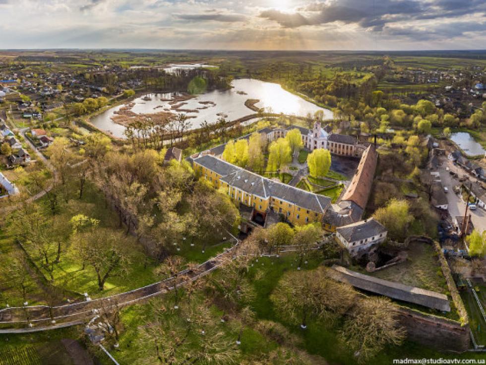 Вид замку Радзивілів з пташиного польоту