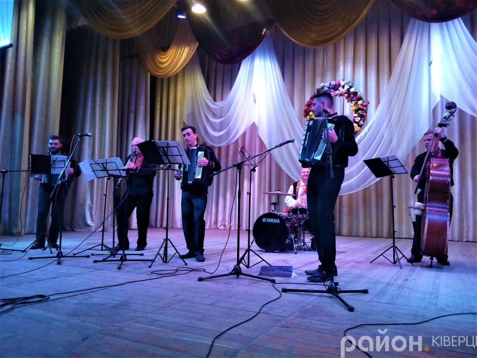 Ансамбль народних інструментів