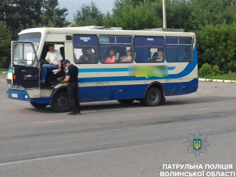 Перевірка перевізників Волині: знайшли два несправні автобуси і десяток порушень