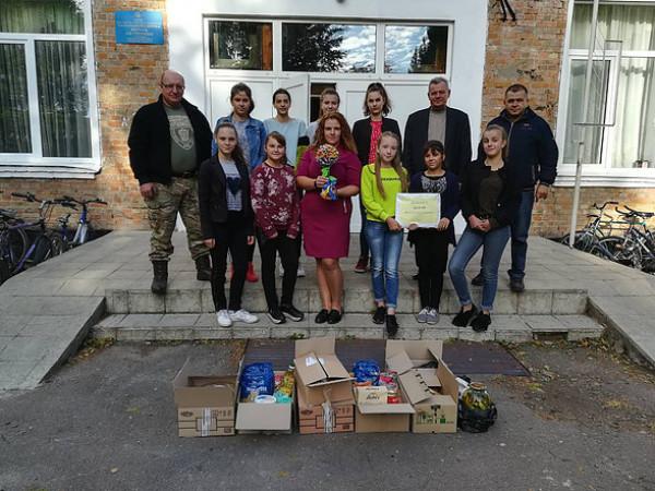 Борохівські школярі передали гуманітарний вантаж захисникам України