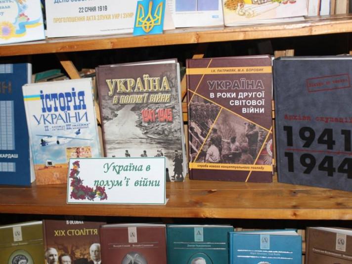 У Ківерцівській бібліотеці – виставка книг до Дня визволення України від фашистських загарбників