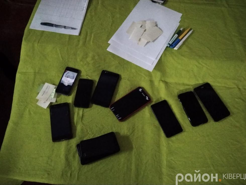 Під час гри телефони учасників знаходилися під наглядом координаторів заходу