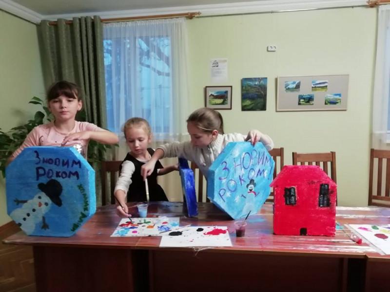 У Ківерцях діти вчилися виготовляти ялинкові прикраси