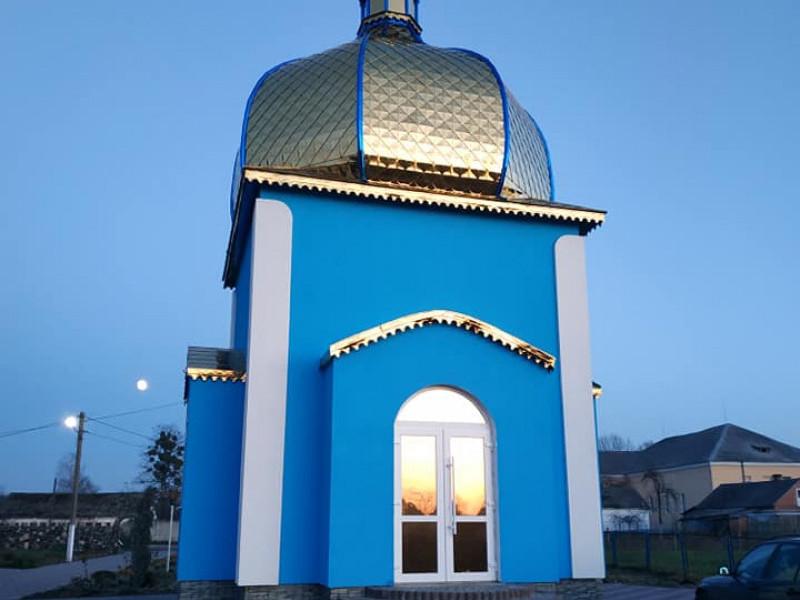 Тростянець: освятили новозбудовану капличку-купіль для хрещення діток