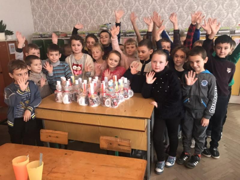 Ківерцівські школярі зробили «Миколайчики» для друзів зі Сходу