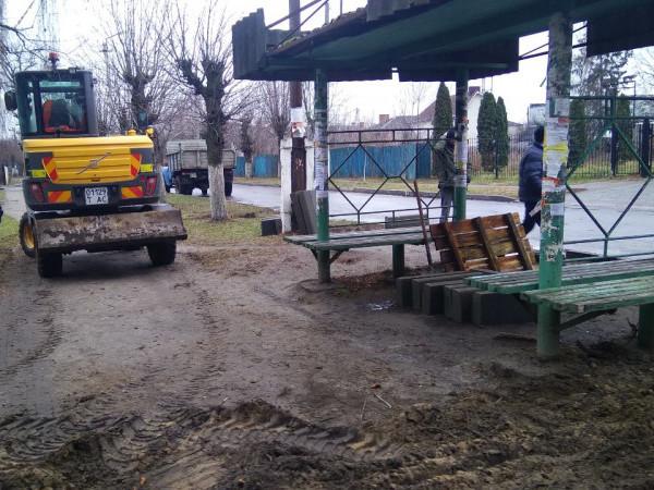 У Ківерцях встановили нові дорожні знаки та ремонтують освітлення і зупинки