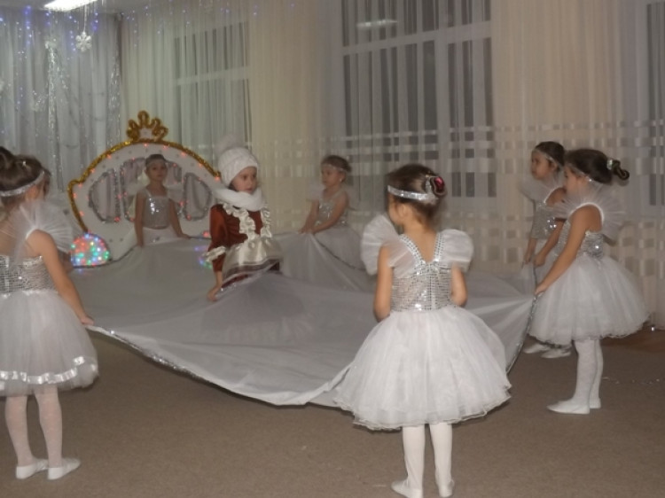 У ківерцівському дитсадку відбулося театралізоване дійство «Снігова королева»