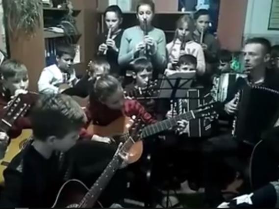 Учні Олицької музичної школи привітали зі Старим Новим роком