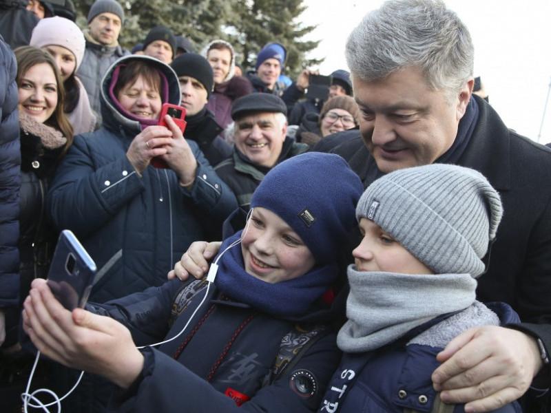 Президент Петро Порошенко у Ківерцях фотографувався з людьми