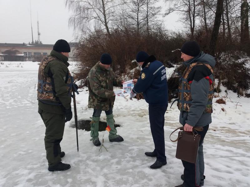 У Ківерцях рибоохоронний патруль закликав рибалок не виходити на тонкий лід
