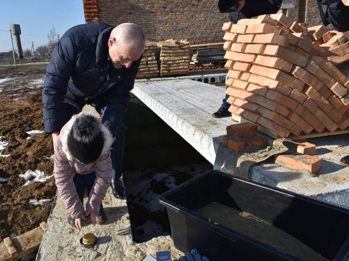 Башлики: у селі заклали капсулу на будівництві нової школи