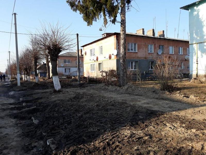 У Ківерцях немає грошей на благоустрій зруйнованого тротуару після прориву труби