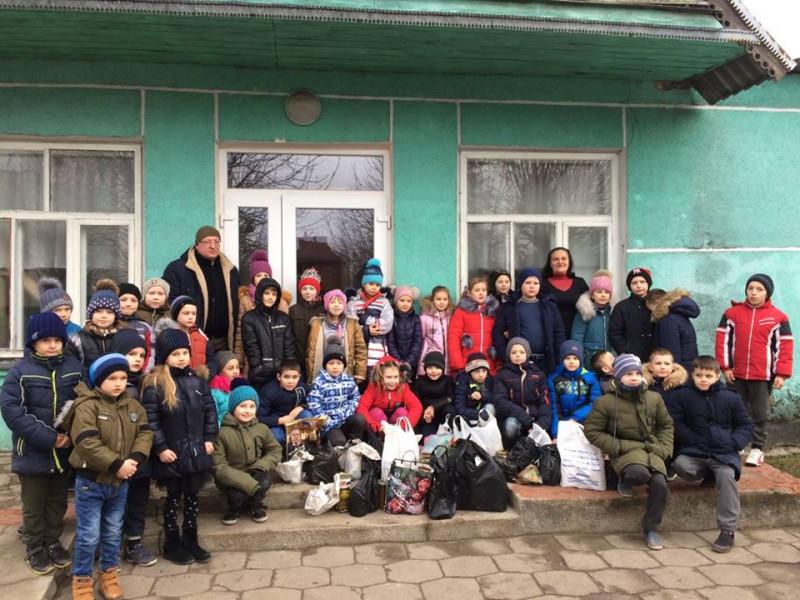 Ківерцівські школярі передали подарунки для військовослужбовців на Схід