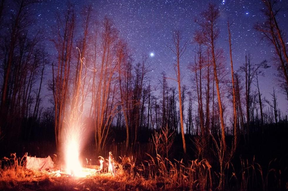 Зоряна ніч над багаттям