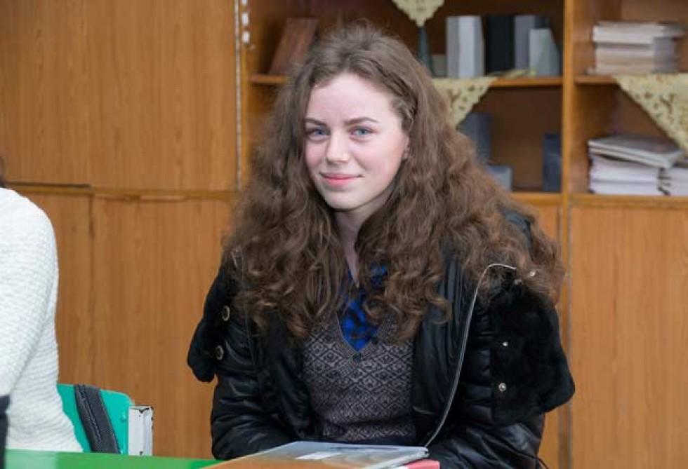 Відмінниця Іванка Романюк, або – просто красуня з панської Знамирівки.