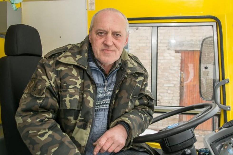 Водій Олександр Стрільчук вміє привести в рух будь-який транспорт: «Тепер школярам не їзда, а розкіш.