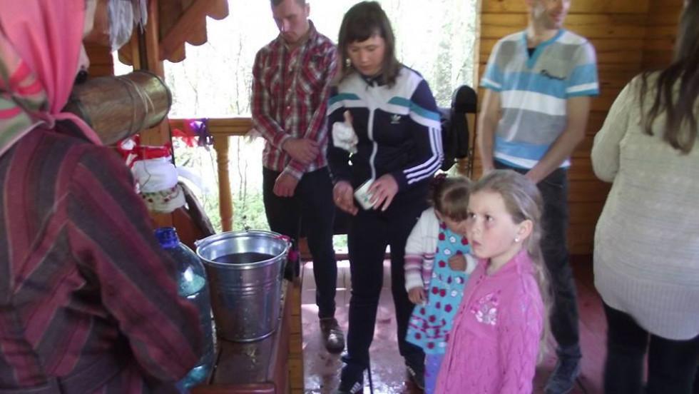 Освячення криниці з цілющою водою в селі Сильне