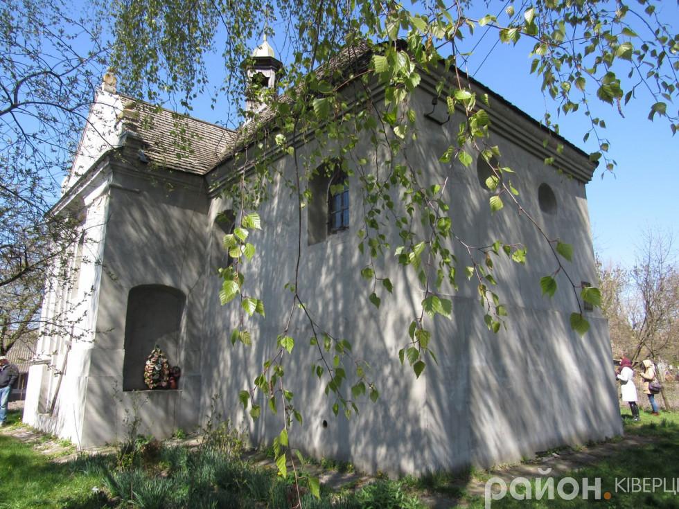 Костел святих Петра і Павла на думку багатьох дослідників колись був православною церквою