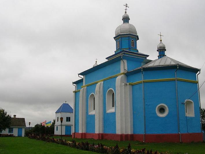 Свято-Троїцька церква у Тростянці