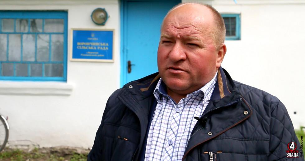 Микола Касянчук, сільський голова з чималим досвідом, каже, що остання гуманітарка в село приїжджала ще від Юлії Тимошенко з десяток років тому