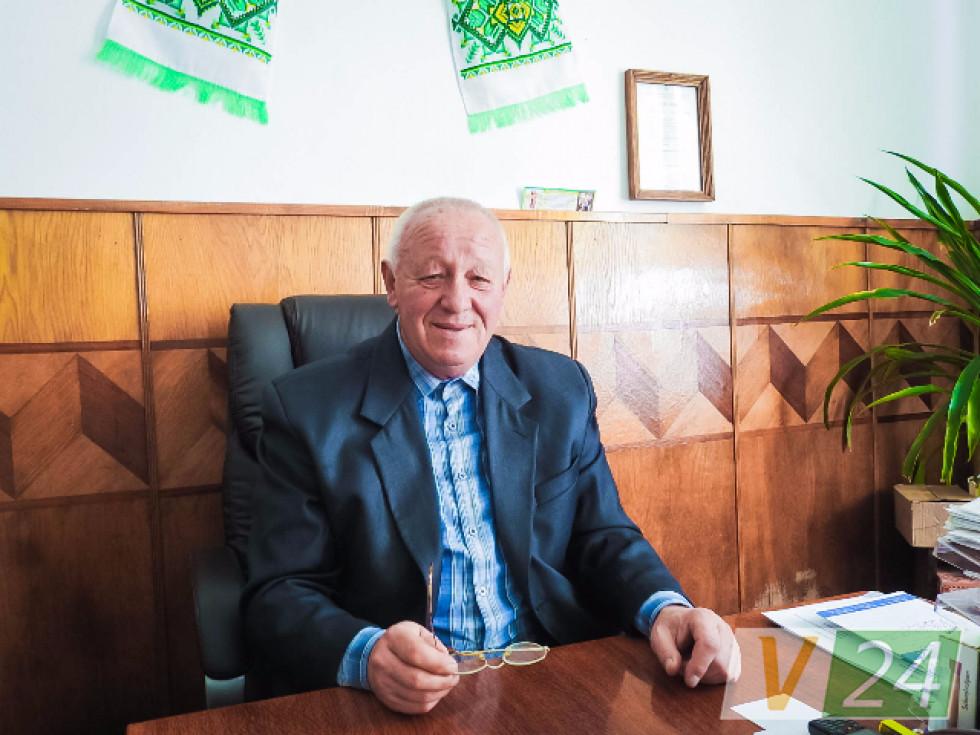 Багаторічний директор школи Микола Глинський. З огляду на досвід уже - людина-енциклопедія!