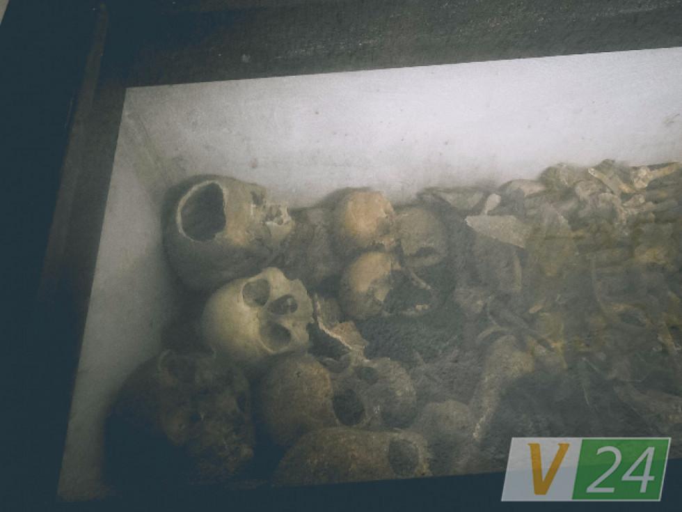 А в підвалах церкви з Другої Світової - останки жінок і дітей із простріленими черепами...