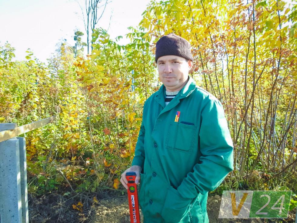 Віталій Сидорчук керує цією вправною бригадою. І має, кажуть люди, золоті руки.