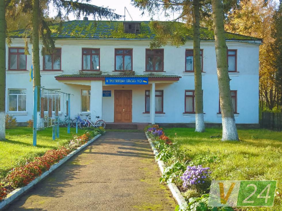 Місцева школа, що офіційно почала роботу ще у далекому 1939-му...