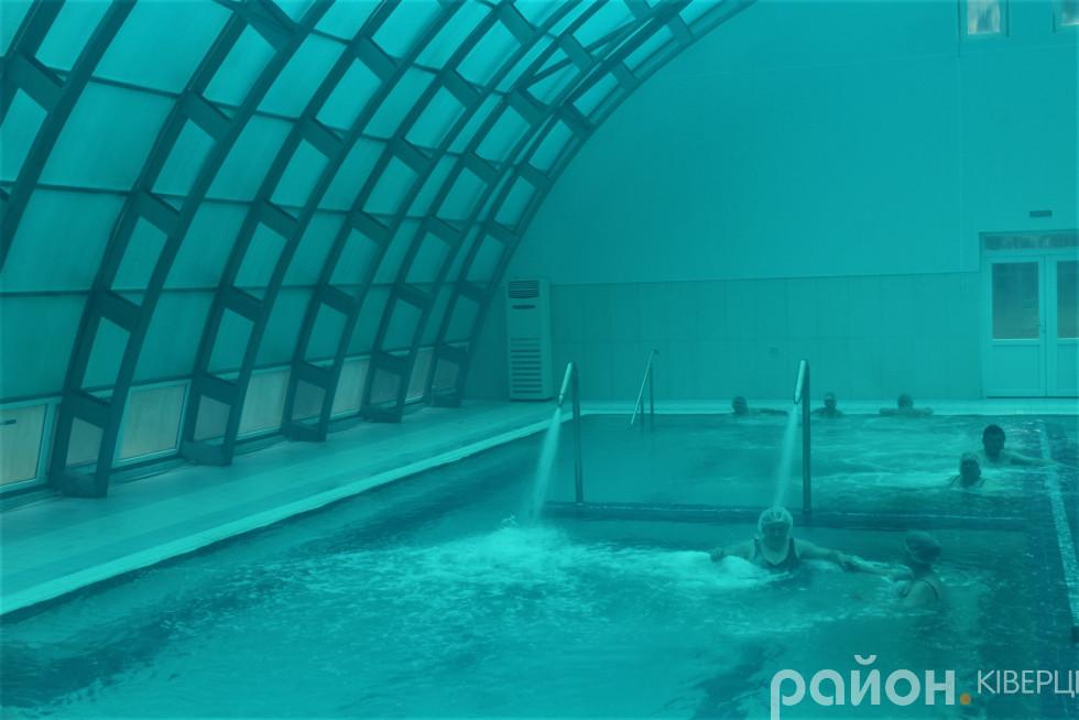 Температура повітря у термальному басейні сягає 33 градуси