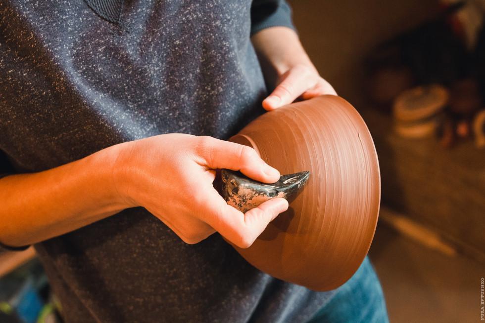 Лощення глини кремнієм, щоб вона стала міцніша